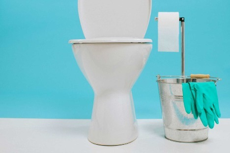 How to clean limescale from toilet